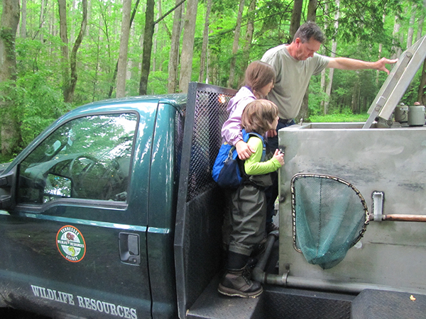 The kids check on the fish after they make it to the truck