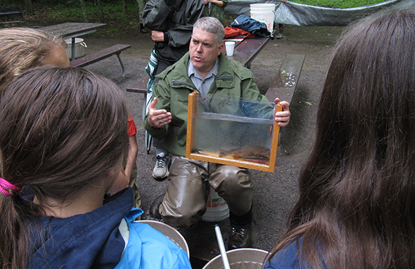 National Park biologist Matt Kulp talks about Smoky Mountain fish with kids from Townsend Elementary School